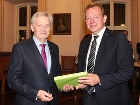 Bild: Siegberg erklommen: DAV zu Gast im Rathaus