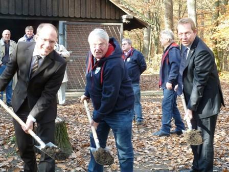 Bild: Spatenstich für die neue Grillhütte im Tiergarten