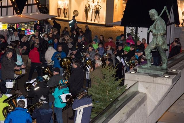 Bild: Weihnachtsmarkt eröffnet