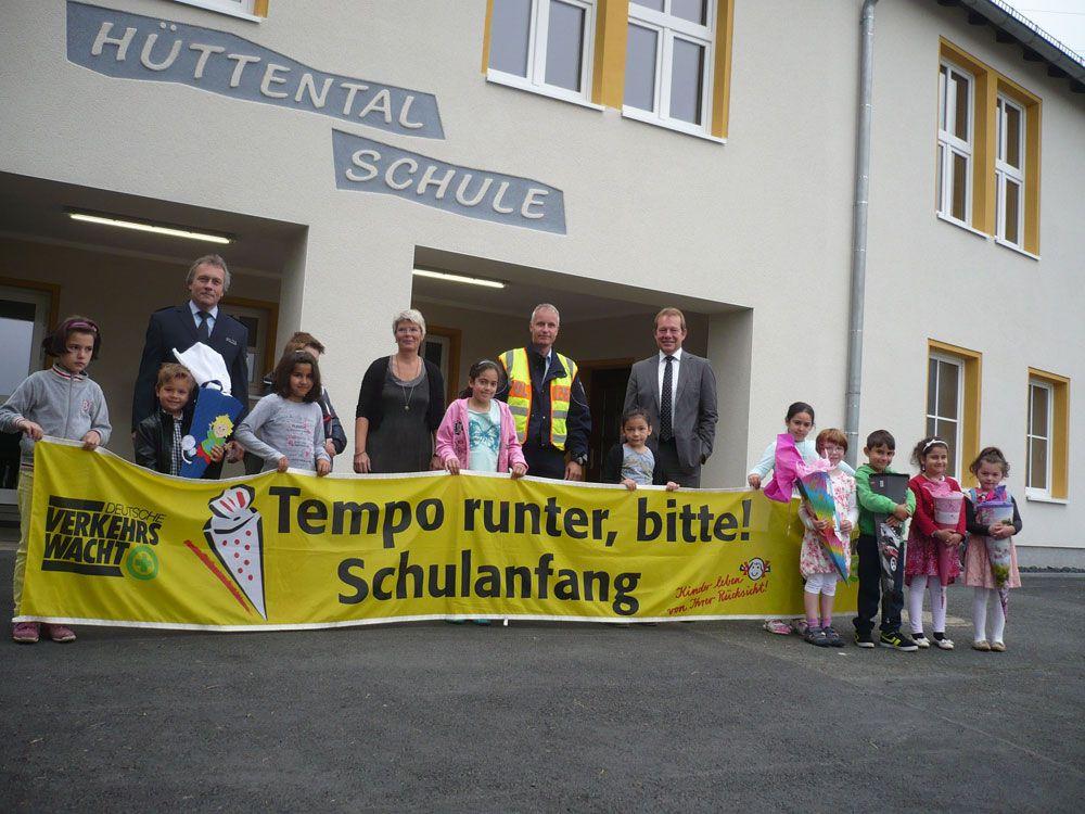 Bild: Schule hat begonnen: Stadt und Polizei mit gemeinsamer Aktion: Achtung Verkehrsanfänger!