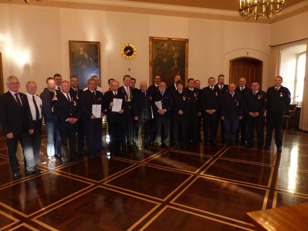 Bild: 27 Feuerwehrleute für langjährigen Einsatz geehrt