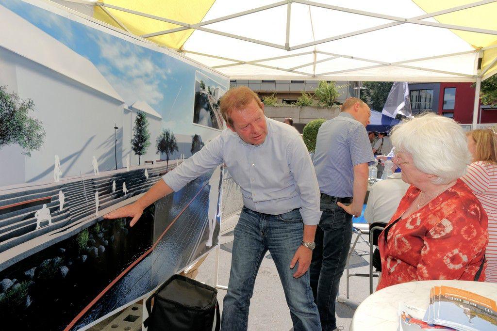 Bild: Erster Spatenstich für die Renaturierung des Flussbetts und die neue Stehstufenanlage