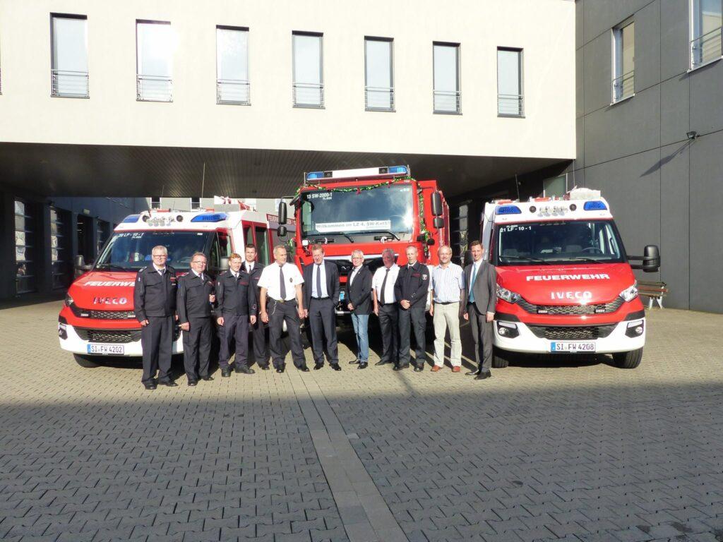 Bild: Wieder 3 neue Fahrzeuge an die Siegener Feuerwehr übergeben