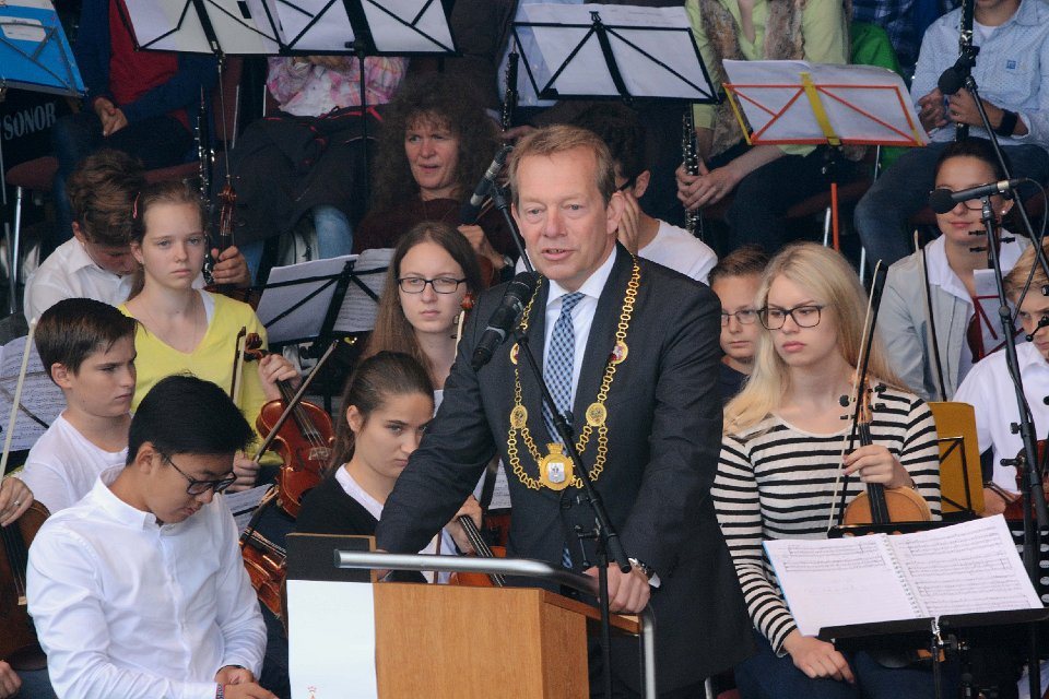 Bild: Siegen weiht das neue Siegufer mit begeisterndem Uferfest ein