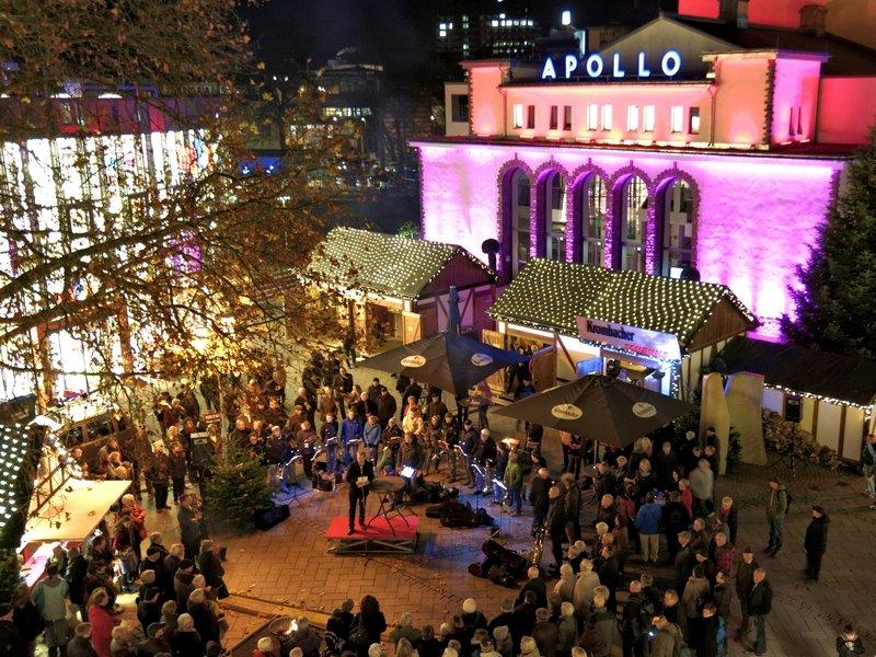 Bild: Am 24.11.2014 eröffnete Bürgermeister Steffen Mues den diesjährigen Weihnachtsmarkt.