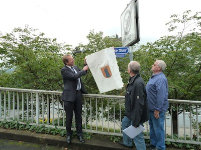 Bild: Wieder historisches Straßenschild in Niederschelden eingeweiht