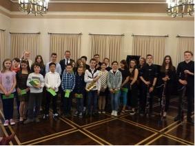Bild: Jugend musiziert: Bürgermeister Steffen Mues ehrt 35 Nachwuchsmusiker