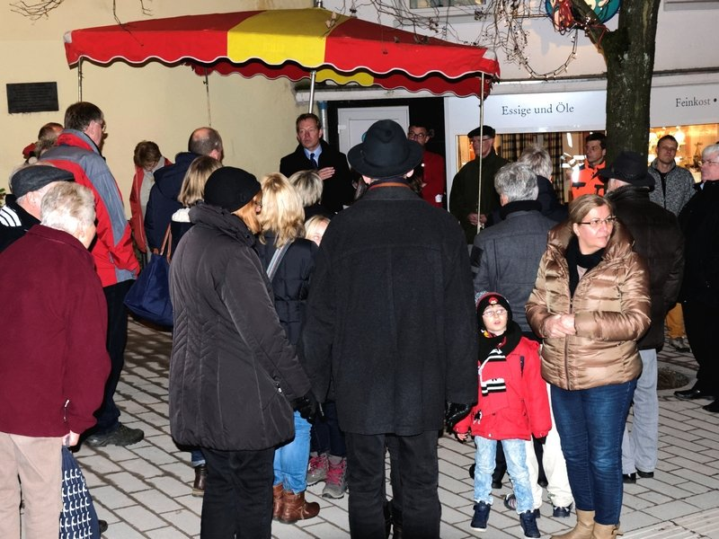 Bild: Rechtzeitig zum Weihnachtsgeschäft: Kölner Straße nach Umbau offiziell freigegeben