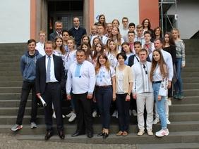 Bild: Ukrainische Schülergruppe im Ratssaal empfangen