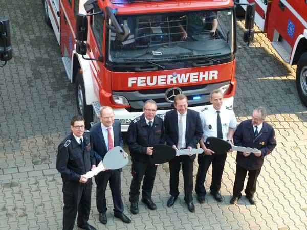 Bild: 3 neue Fahrzeuge für die Feuerwehr Siegen übergeben