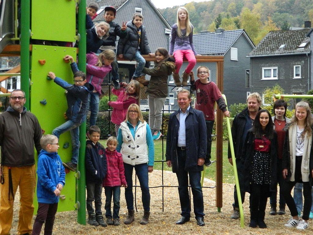 Bild: Neuer Spielplatz in der Eiserntalstraße eröffnet