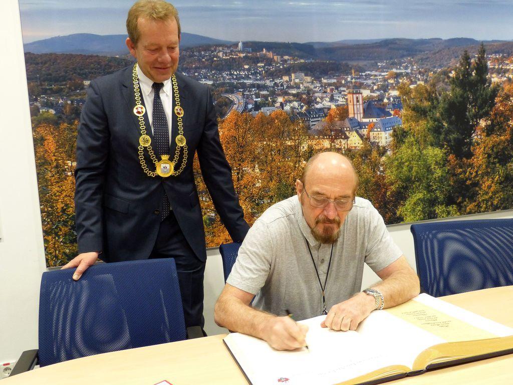 Bild: Ian Anderson signierte Goldenes Buch der Stadt