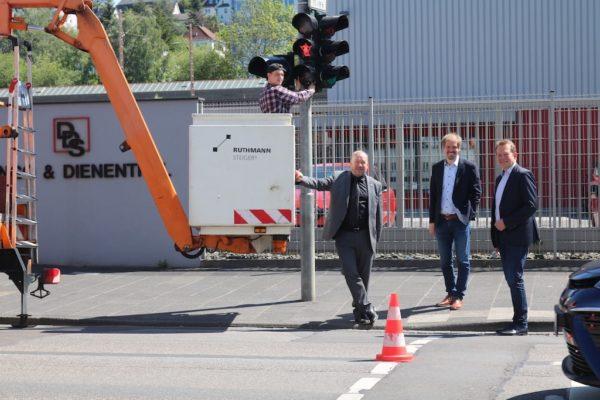 Bild: Henner und Frieder verbinden jetzt zwei Betriebsteile der Firma  Dango & Dienenthal an der Hagener Straße