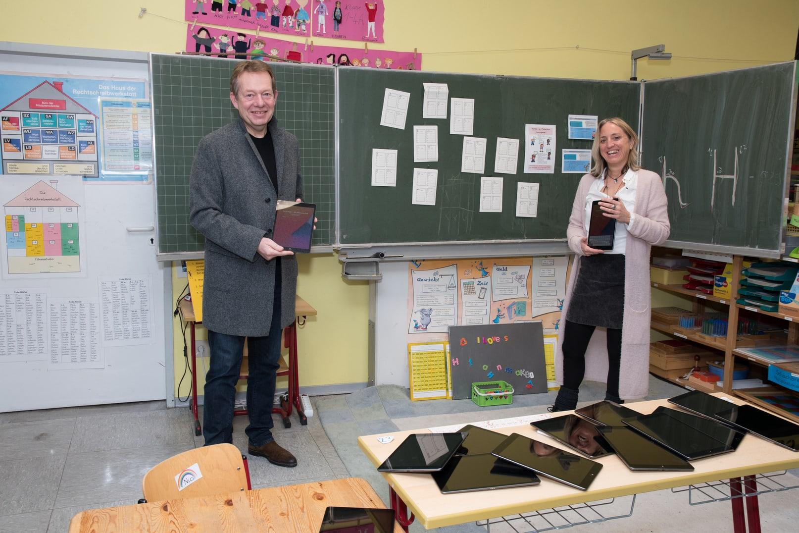 Bild: Mobile Endgeräte ausgeliefert: Über 1.900 Tablets für Digital-Unterricht an Siegener Schulen